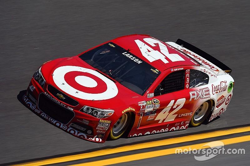 Sprint Unlimited: Trainingsbestzeit für Larson, Pole-Position für Johnson