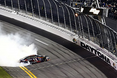 Denny Hamlin gewinnt turbulentes Sprint Unlimited in Daytona