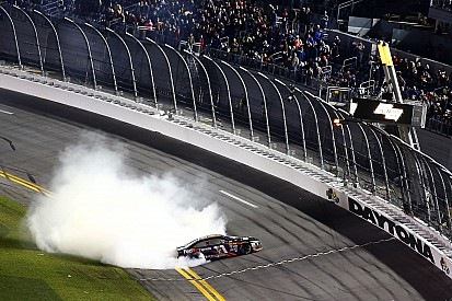 Denny Hamlin remporte le Sprint Unlimited