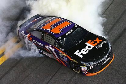 Denny Hamlin wint NASCAR-race op Daytona
