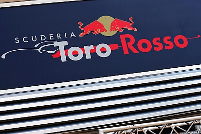 Toro Rosso too late to run full livery at first F1 test