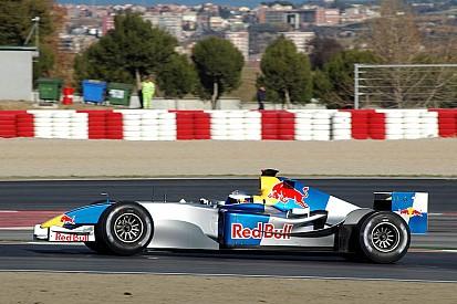 Галерея: как менялась раскраска машин Red Bull