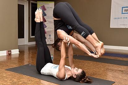 Het wondermiddel van Danica Patrick: yoga