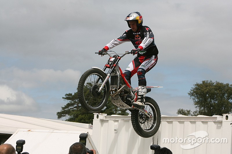 Motorcycle trials legend Dougie Lampkin visits India