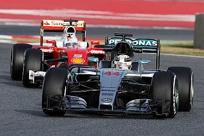 Анализ: Ferrari быстрее, но Mercedes сильнее?