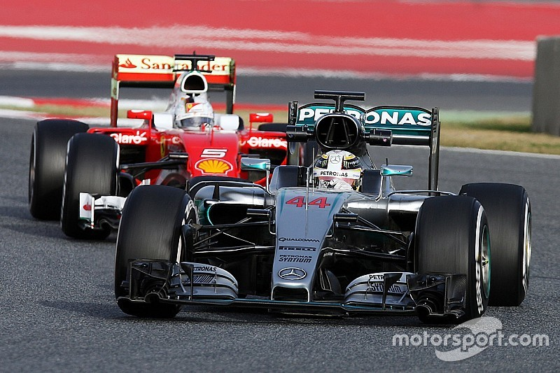 """Analyse: Ist der """"Dauerläufer"""" Mercedes besser als der """"Sprinter"""" Ferrari?"""
