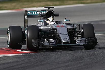 """Regular autos más pesados """"es ridículo"""", dice Hamilton"""