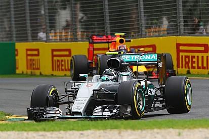 """Rosberg bate em treino e se desculpa por """"trabalho extra"""""""