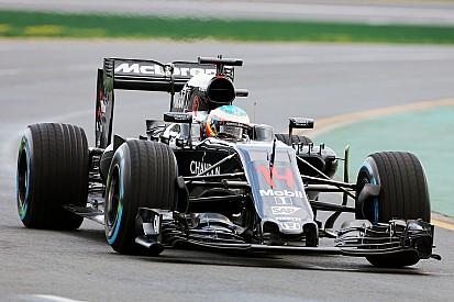 """Alonso """"agréablement surpris"""" par le comportement de sa McLaren"""