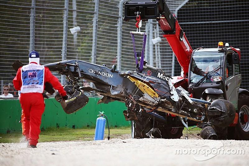 ألونسو ينجو من حادثٍ مروع في سباق أستراليا