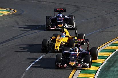 """Max Verstappen bevestigt: """"Geen problemen met Carlos"""""""