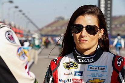 NASCAR multa Danica Patrick e Kyle Busch após Fontana