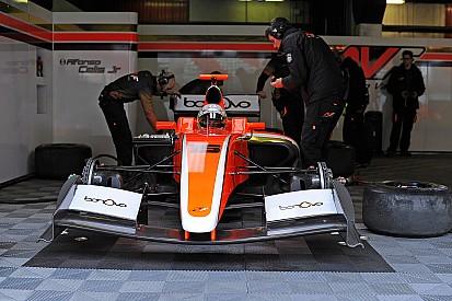 Alfonso Celis Jr. finaliza test en Barcelona