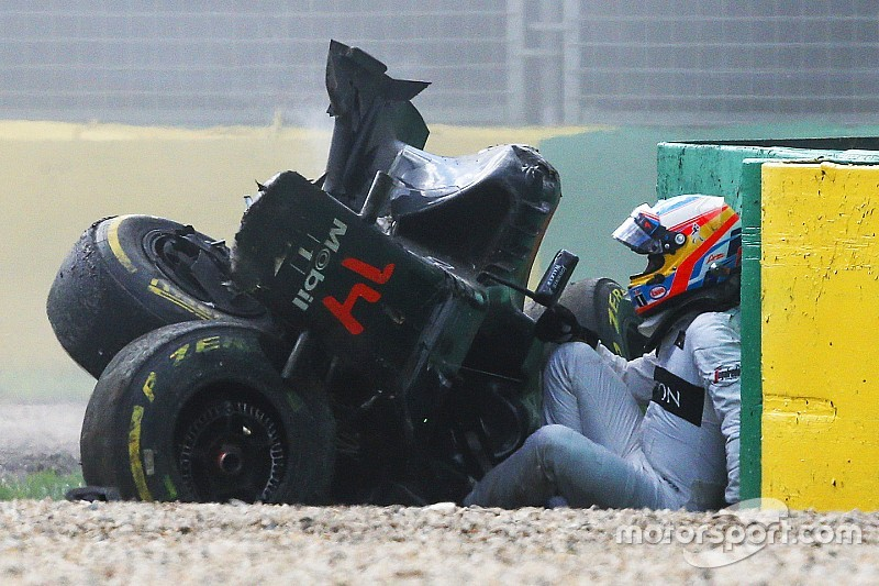 "Alonso: ""Heb ribben gebroken bij crash in Melbourne"""