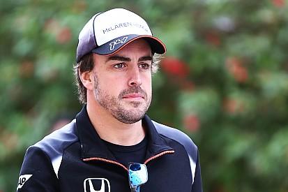 Com costela fraturada, Alonso lamenta ausência em Sakhir