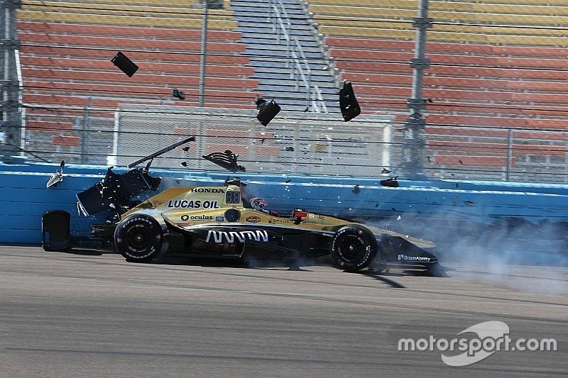 Carpenter snel in Phoenix, crashes voor Sato en Hinchcliffe