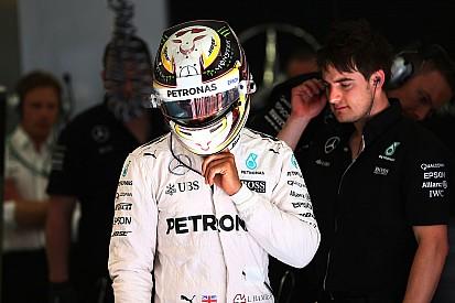 Reprimenda per Hamilton: ha messo la retro in pit lane