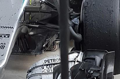 Sulla Mercedes di Hamilton danni al T-tray e ai coltelli del bargeboard