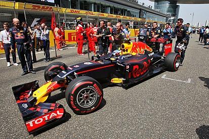 """Ricciardo define GP da China como """"soco no estômago"""""""