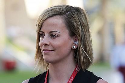 Susie Wolff defiende a Ecclestone