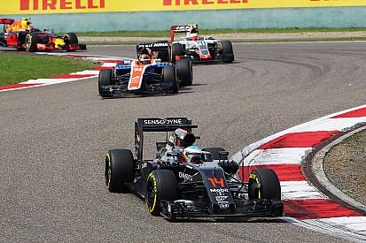 """Alonso regrette un pilotage """"à l'opposé de notre instinct"""""""