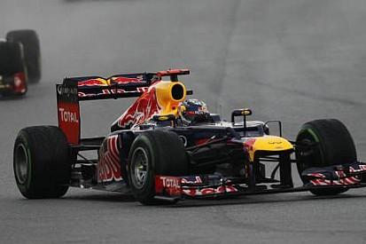 Telsiz sorunu yaşayan Vettel, Karthikeyan'a kızgın