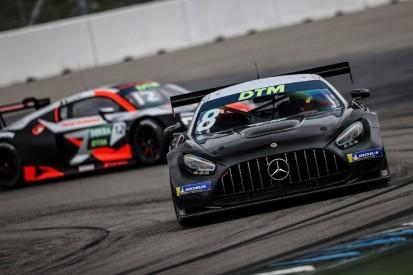 Schneefall und Lärm überschatten DTM-Teststart: Götz im Mercedes voran