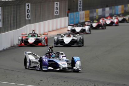 Formel E in Valencia: Auch das zweite Rennen stand kurz vor einem Desaster