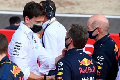 """Wolff """"röstet"""" eigenes Team: Horner übt Kritik am Mercedes-Teamchef"""