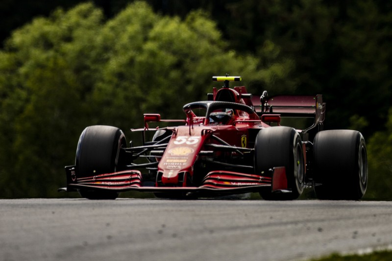 Kurios: Hamilton kostet Carlos Sainz Chance auf Platz fünf