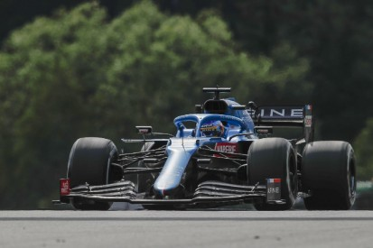 """Fernando Alonso wütend über Kurve 1: """"Wie ein Verteidiger, der den Ball fängt"""""""
