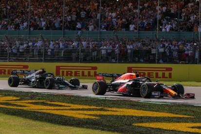 Bangen nach Unfall: Verstappen nach Kollision mit Hamilton out!
