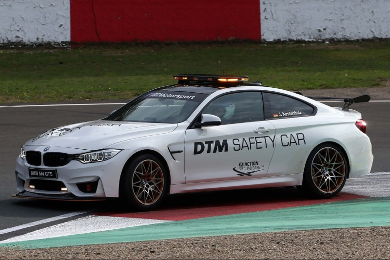 DTM kurios: Medical-Car crasht am Freitagabend auf dem Lausitzring!