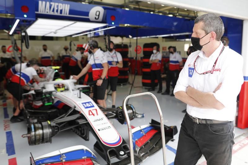 """Haas-Teamchef Günther Steiner """"vorsichtig optimistisch"""" für 2022"""