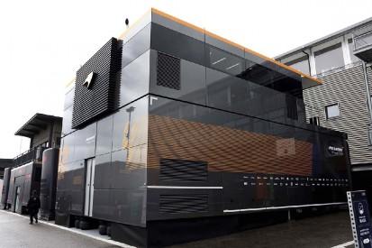 Vier statt sechs LKWs: McLaren präsentiert neues Engineering Centre