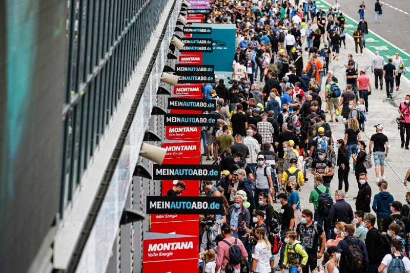 ADAC GT Masters auch am Sachsenring mit Zuschauern im Fahrerlager