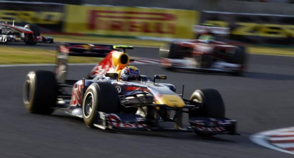 Webber takım arkadaşı Vettel'i alkışlıyor