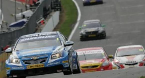 Brands Hatch'de son yarış Neal'ın oldu