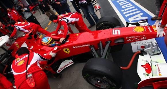 Alonso: Ferrari'nin açık bir stratejisi olmayacak