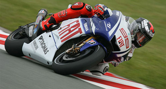 Lorenzo Silverstone'da ilk sırada