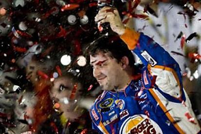 Daytona'da çılgın finişte Stewart kazandı