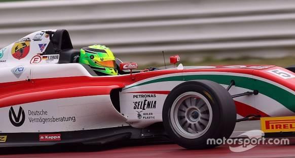 Mick Schumacher sezona zaferle başladı