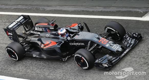 McLaren-Honda tüm özellikleri yeni olan 2016 aracıyla testlere katılıyor