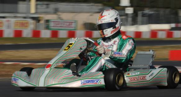 Sebastian Vettel karting aracıyla piste çıktı