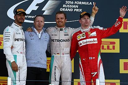Nico Rosberg alarga su racha de triunfos y Hamilton minimiza daños
