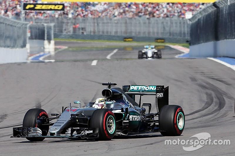 Hamilton padece de un problema de motor en la carrera