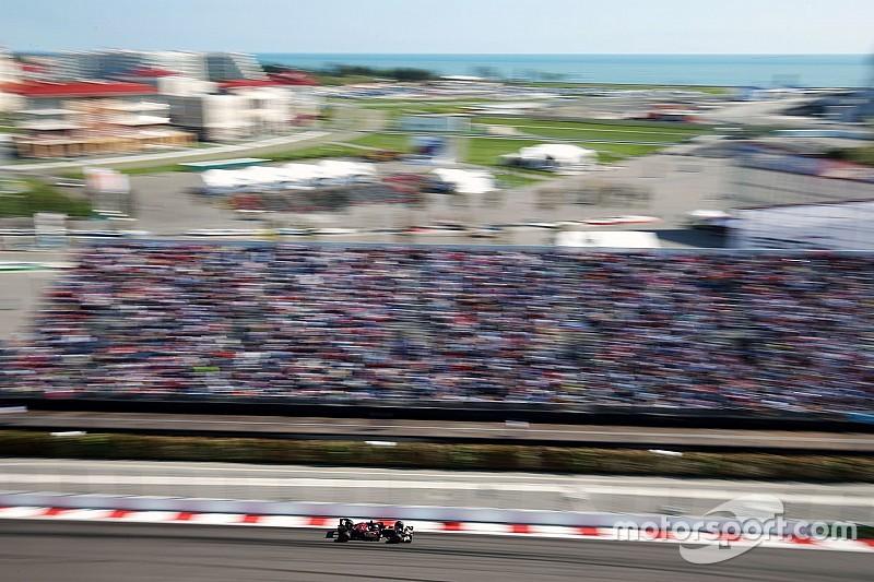 Verstappen reed Russische Grand Prix met 'two fingers in the nose'