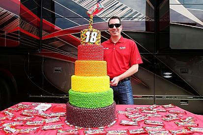 Campeão da NASCAR, Kyle Busch faz 31 anos; confira galeria