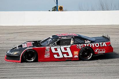 Raphaël Lessard en piste au Hickory Motor Speedway