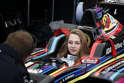 Sophia Flörsch: Ein Formel-4-Auto namens Hugo